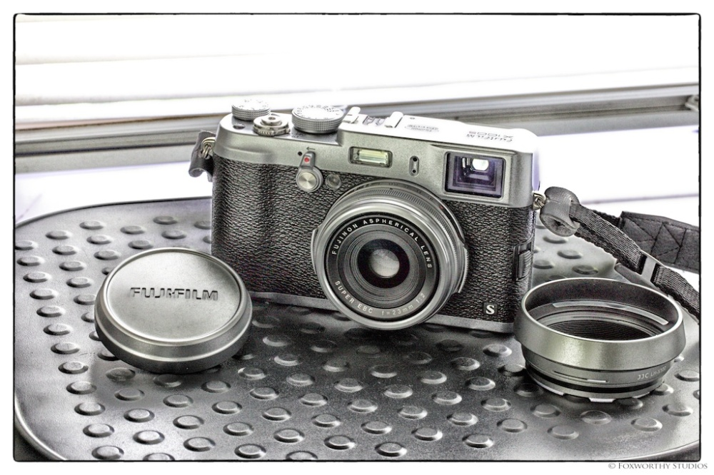 The new sexy, vintage looking Fuji X100s!